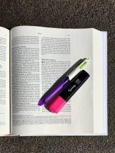 artikelnummer 2541 kreativ bibel insida rosa via bibelbutiken.se